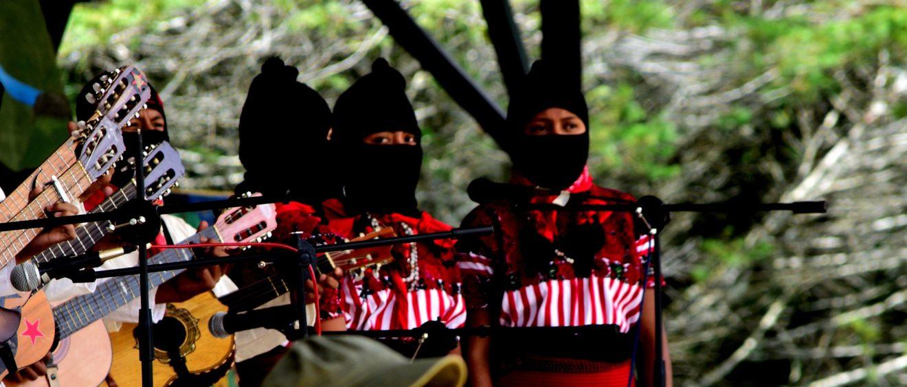 Femmes zapatistes lors du Festival CompArte à Oventik, 29/07/2016. Crédit Arthur Temporal Ventura.