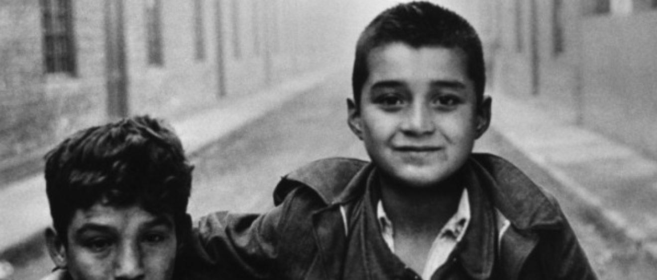 Enfants des rues au Chili. 1960. Crédit Sergio Larrain.