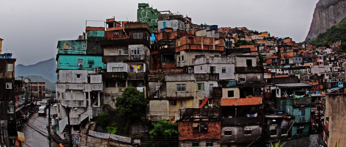 Favela de Rocinha, Rio. Crédit Steve Martinez (Flickr).