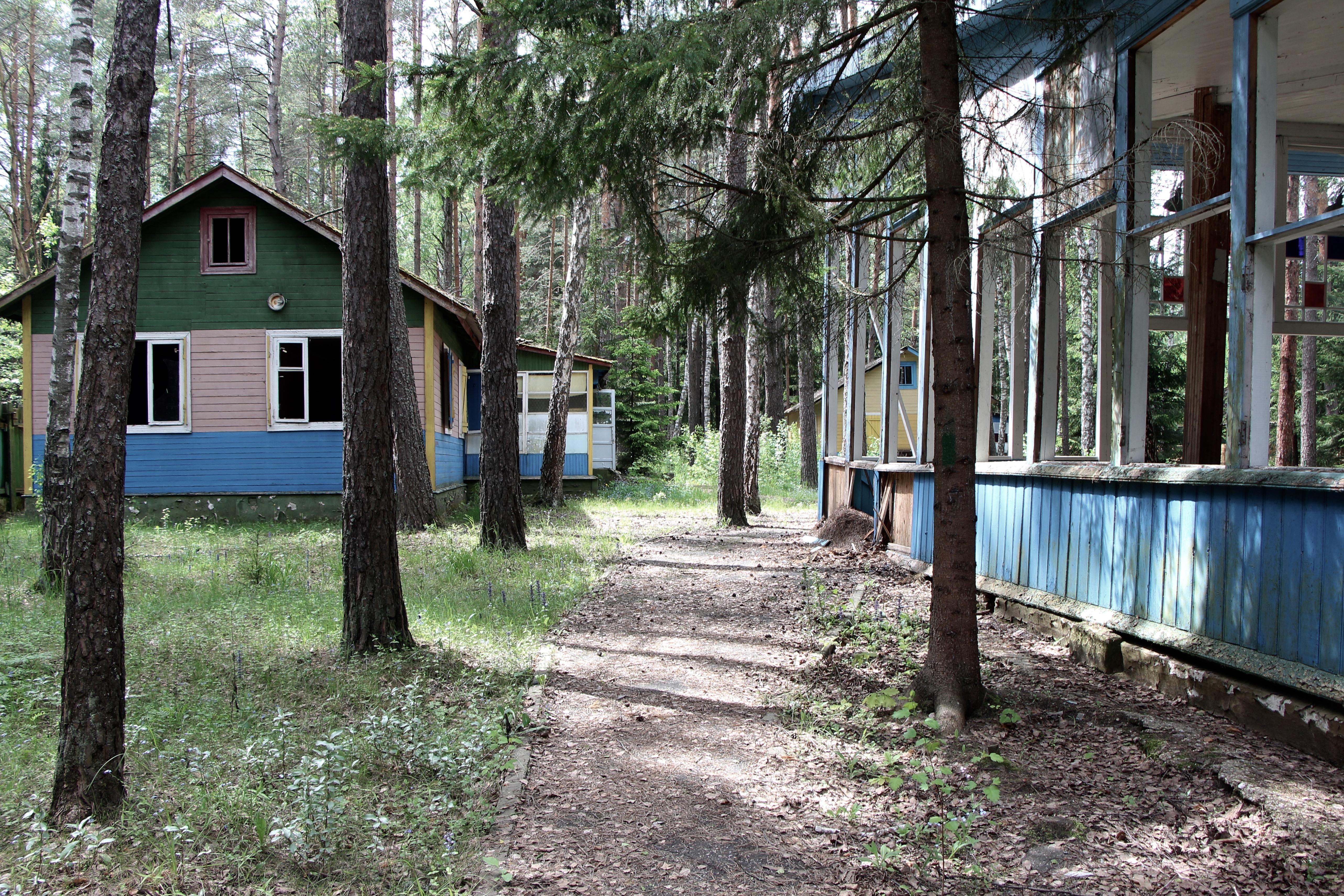 Allée d'un camp typique. Crédit Eugénie Rousak.