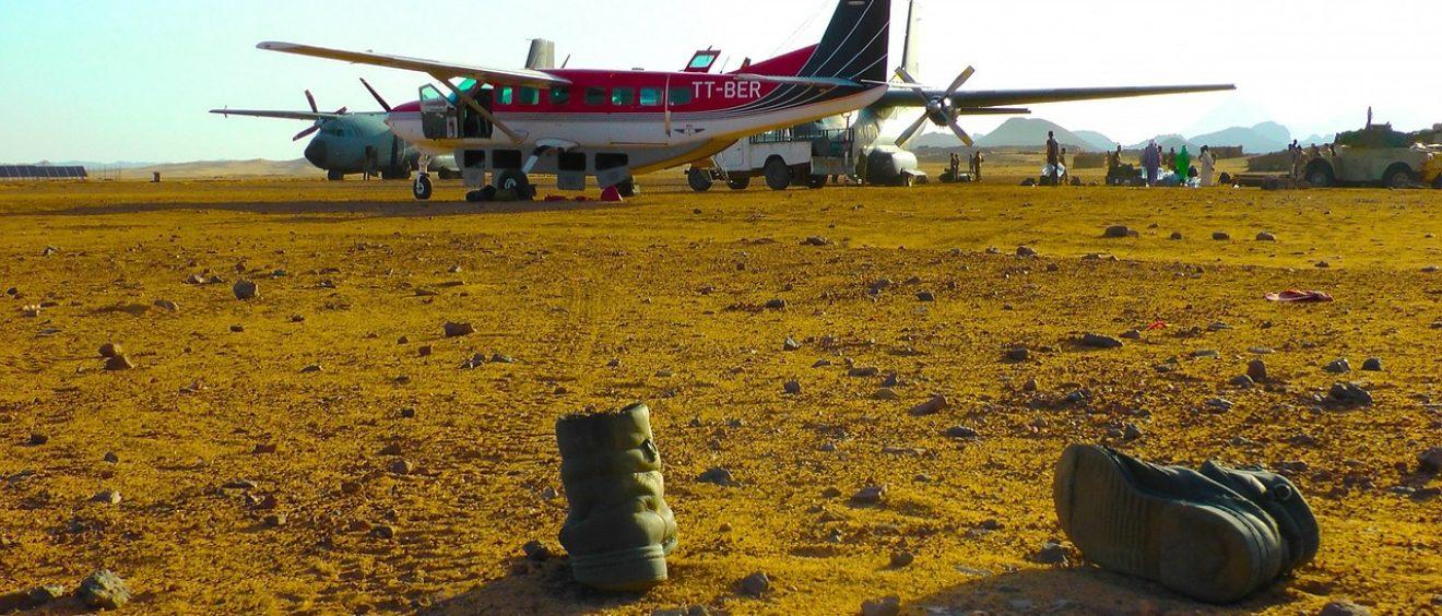 Des bottes militaires dans le Tibesti, au nord du Tchad. CC0 Public Domain.