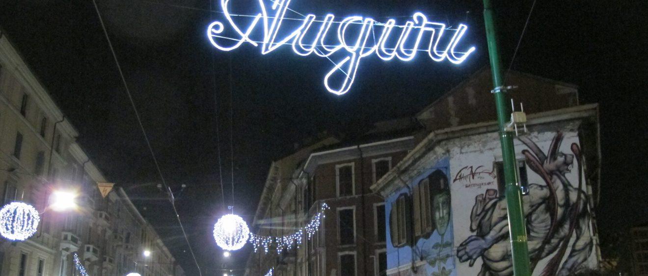 « Meilleurs vœux », 1er décembre 2016. Les décorations de fin d'année à Milan, Italie. Crédit Alexis Demoment.