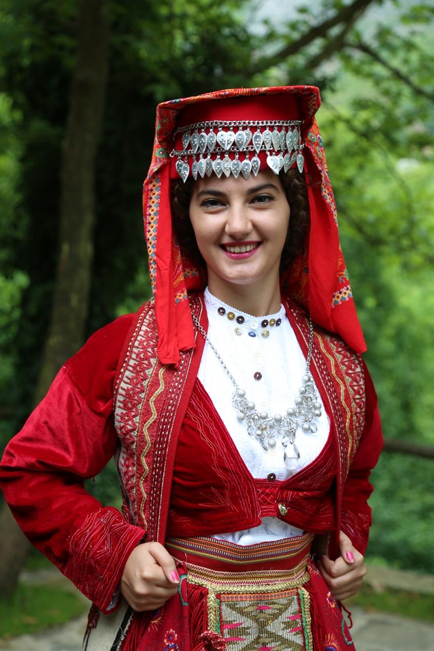 Traje tradicional de Mirditë, Albanie. Crédito Gjergj Marku.