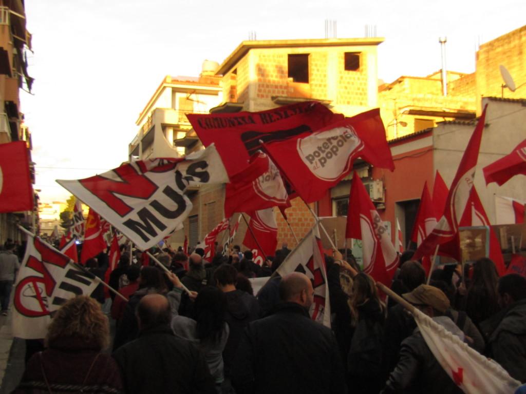 Le cortège dans les rues de Niscemi Crédits : Elisa Querré