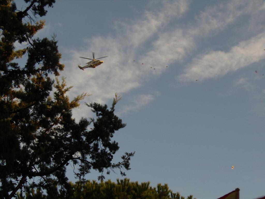 Un hélicoptère survolait la manifestation Crédits : Elisa Querré