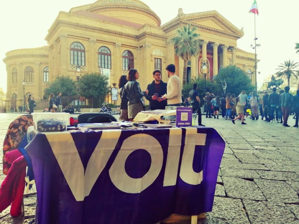 Campagne de signatures du mouvement Volt Palerme Crédits : Volt Palermo